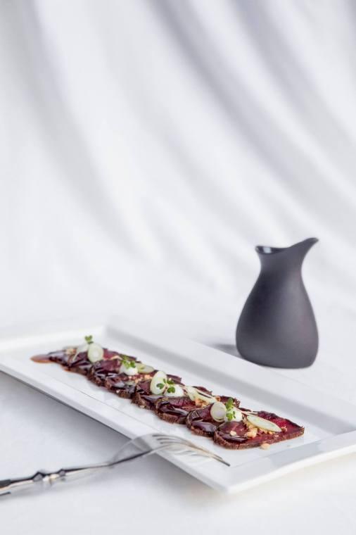 Tataki de buey ponzu avellanas wasabi