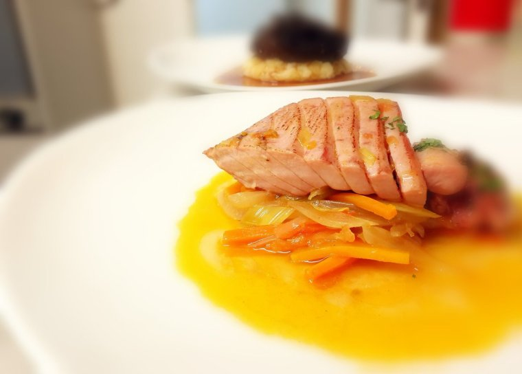 Ventresca de tonyina en escabetx suau de verdures