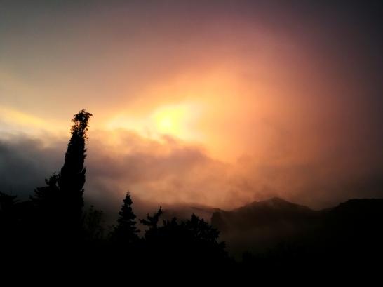 Vespres i núvols