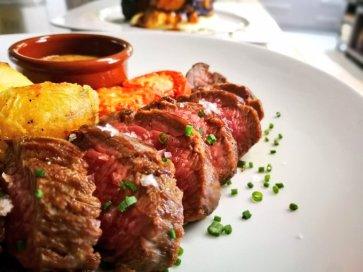 Roastbeef amb patates amb romaní